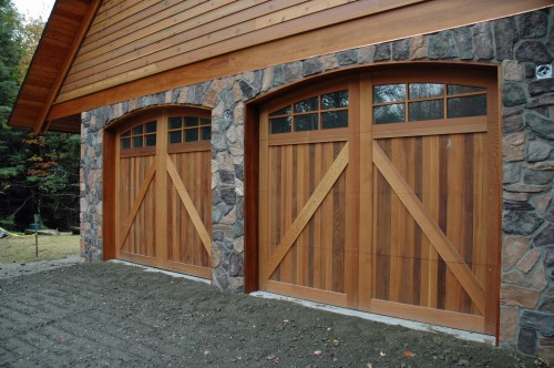 legacy_garage_doors_kelowna_custom_wood_550_plus