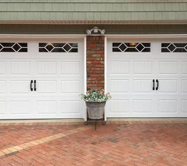 legacy_garage_doors_kelowna_residential_amarr_hillcrest