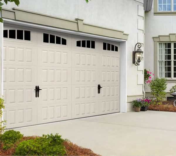 legacy_garage_doors_kelowna_residential_amarr_oak_summit